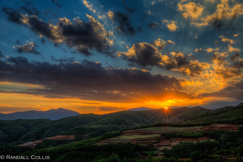 Twilight begins in Dongchuan, Yunnan 云南红土地