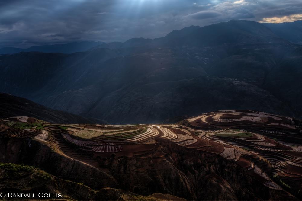 Golden Light on LouXiaGou in Yunnan 东川红土地云南
