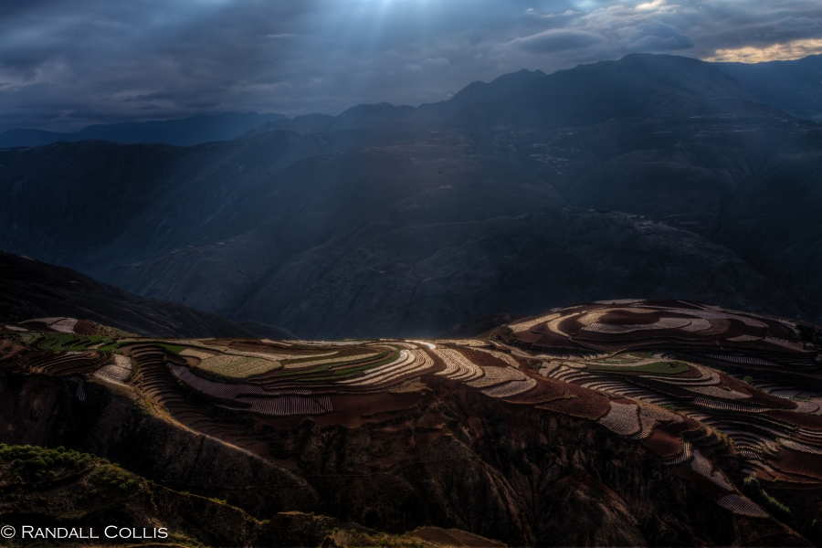 Golden Light on LouXiaGou in Yunnan 东川红土地云南