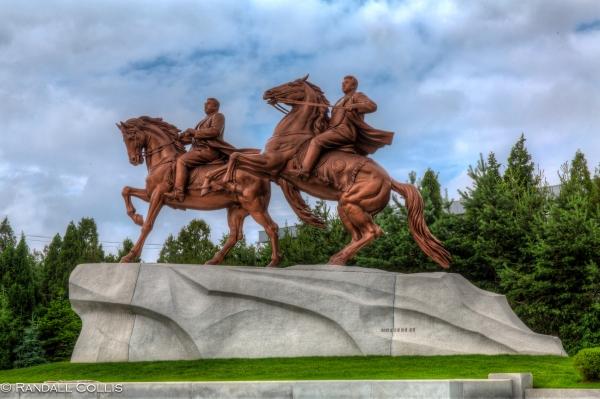 Yee-haw, the Kims on Horseback